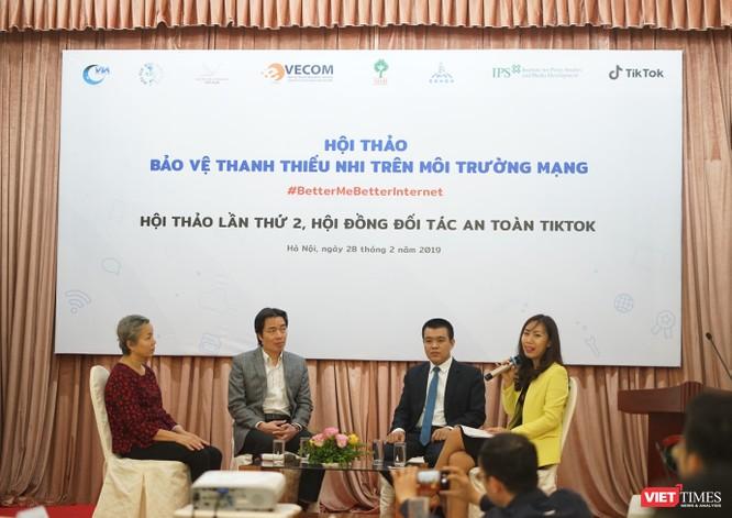 Phiên thảo luận với sự tham gia của ông Đặng Hoa Nam - cục trưởng cục trẻ em - bà Nguyễn Vân Anh - giám đốc CSAGA và ông Nguyễn Lâm Thanh - Giám đốc chính sách TikTok VN