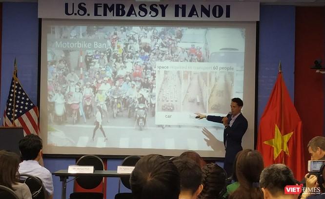 Chuyên gia Mỹ: Có nên cấm xe máy tại đô thị lớn? ảnh 1
