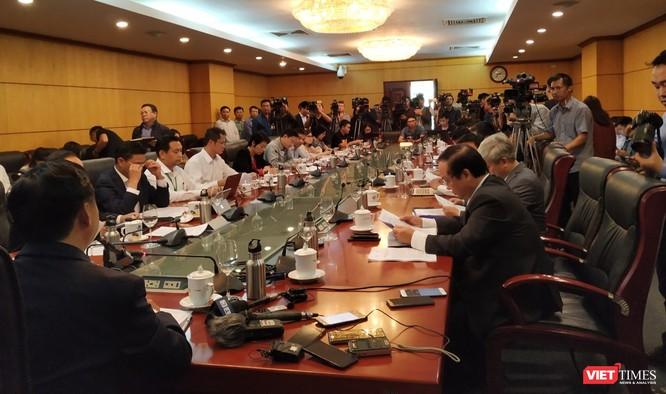Bộ trưởng Bộ TN&MT chủ trì họp khẩn để tìm giải pháp về ô nhiễm không khí ảnh 1