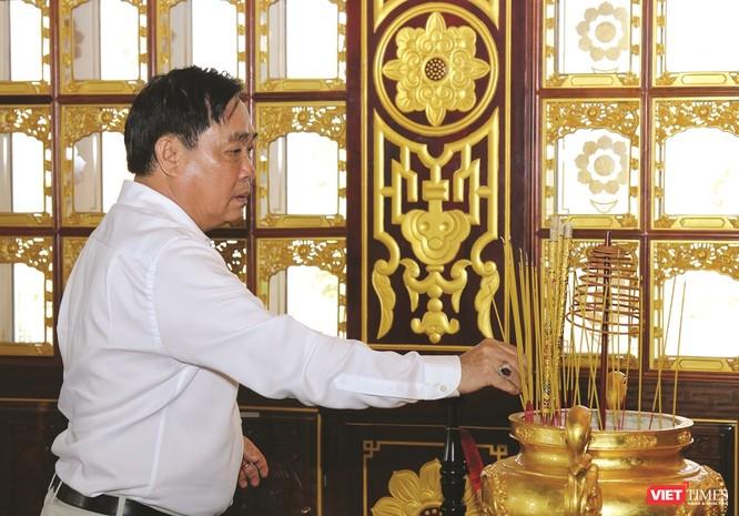 vt_Ông Huỳnh Uy Dũng luôn nhớ về Tổ tiên. Ảnh: TL.