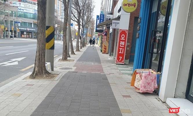 Đường phố khu vực trung tâm Deagu những ngày này vắng vẻ. Ảnh Phạm Huệ.