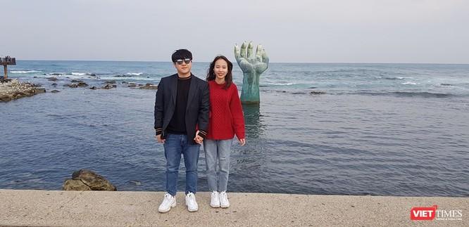 Phạm Huệ và người chồng mới cưới đang sống tại Deagu (Hàn Quốc). Ảnh: Facebook nhân vật.
