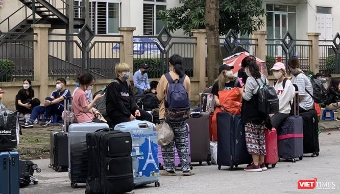 Thủ tướng yêu cầu đóng cửa các dịch vụ không cần thiết để hạn chế tối đa tụ tập đông người ảnh 1