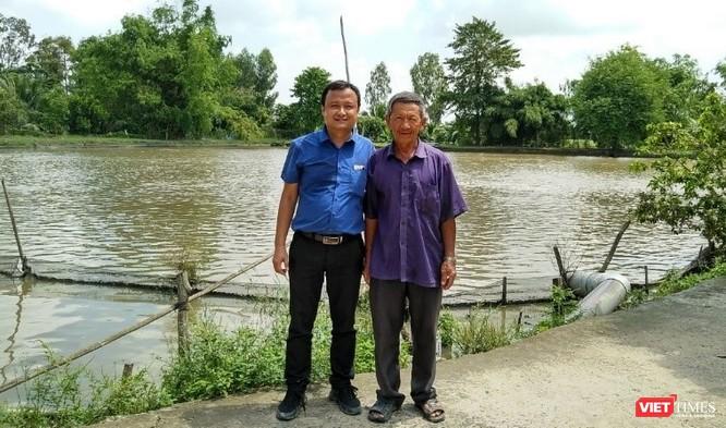 Tác giả Nguyễn Đức Ninh và chủ hộ nông dân nuôi cá Basa ở An Giang doanh thu 40-60 tỷ tiền cá/năm
