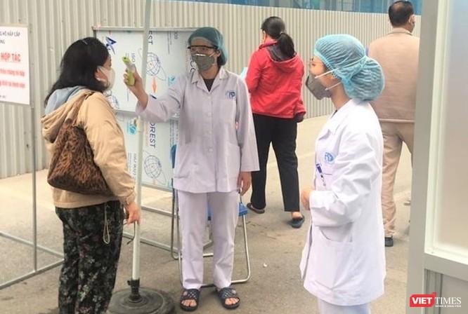Các bệnh viện ở Hà Nội tăng cường phân luồng, khám bệnh online và điều trị tại nhà ảnh 1