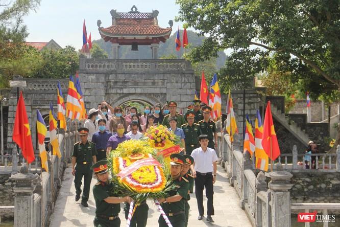 Lãnh đạo UBND tỉnh Nghệ An dâng hương tại Nghĩa trang liệt sĩ quốc tế Việt - Lào ảnh 1