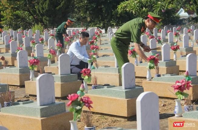 Lãnh đạo UBND tỉnh Nghệ An dâng hương tại Nghĩa trang liệt sĩ quốc tế Việt - Lào ảnh 3