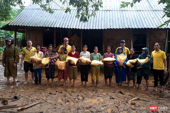 Gần 70 tấn hàng cứu trợ đồng bào lũ lụt miền Trung được Vietnam Post vận chuyển miễn phí ảnh 6