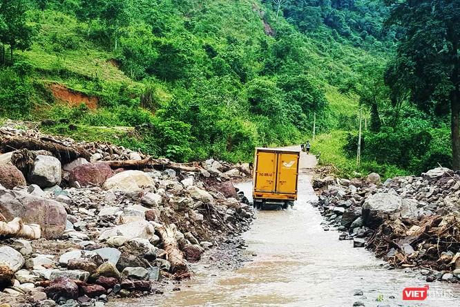 Gần 70 tấn hàng cứu trợ đồng bào lũ lụt miền Trung được Vietnam Post vận chuyển miễn phí ảnh 2