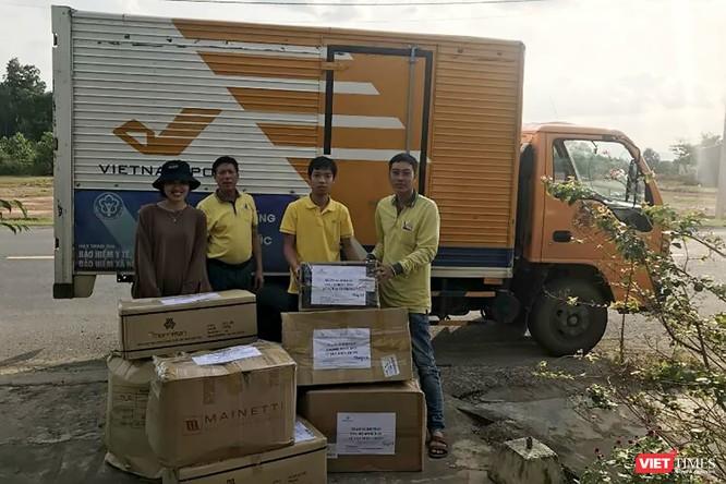 Gần 70 tấn hàng cứu trợ đồng bào lũ lụt miền Trung được Vietnam Post vận chuyển miễn phí ảnh 3
