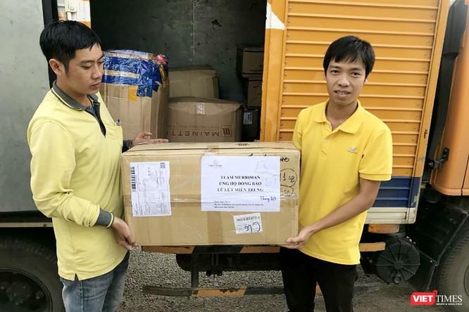 Gần 70 tấn hàng cứu trợ đồng bào lũ lụt miền Trung được Vietnam Post vận chuyển miễn phí ảnh 4