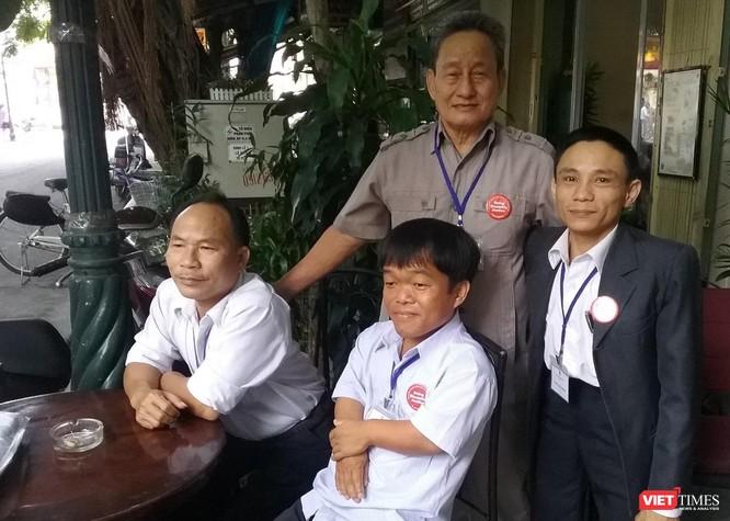 """Thầy giáo Thái Khắc Hoàng và tấm gương """"Thương binh tàn nhưng không phế"""" ảnh 1"""