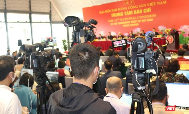 Chùm ảnh: Tổng Bí thư Nguyễn Phú Trọng chủ trì buổi họp báo đầu tiên của Đại hội Đảng khoá XIII ảnh 10