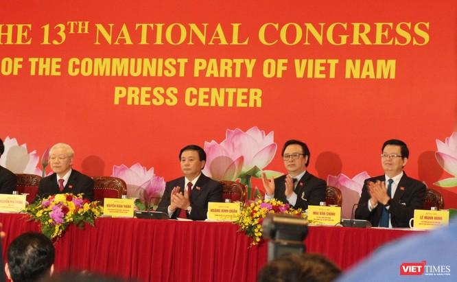 Chùm ảnh: Tổng Bí thư Nguyễn Phú Trọng chủ trì buổi họp báo đầu tiên của Đại hội Đảng khoá XIII ảnh 5