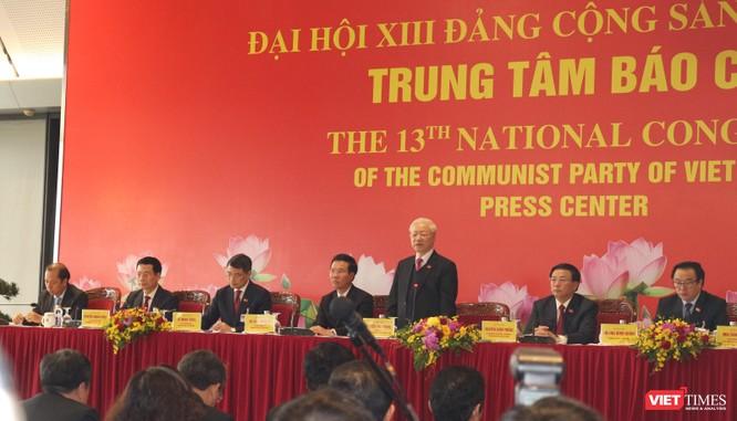 Chùm ảnh: Tổng Bí thư Nguyễn Phú Trọng chủ trì buổi họp báo đầu tiên của Đại hội Đảng khoá XIII ảnh 6