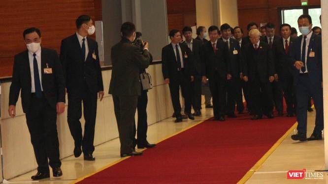 Chùm ảnh: Tổng Bí thư Nguyễn Phú Trọng chủ trì buổi họp báo đầu tiên của Đại hội Đảng khoá XIII ảnh 1