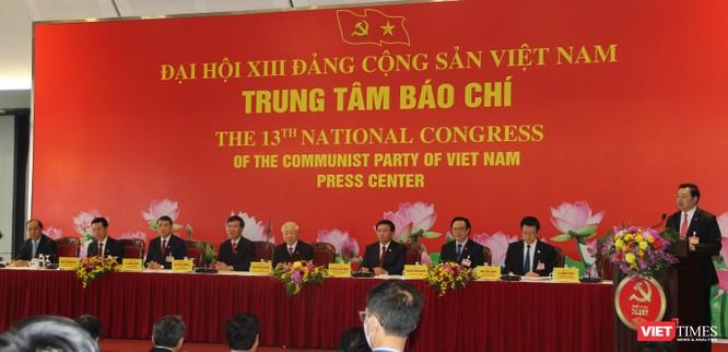 Chùm ảnh: Tổng Bí thư Nguyễn Phú Trọng chủ trì buổi họp báo đầu tiên của Đại hội Đảng khoá XIII ảnh 4