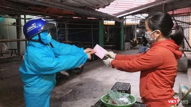 Hải Dương: Sống giữa tâm dịch, người dân Chí Linh bắt đầu đi chợ bằng phiếu ảnh 2