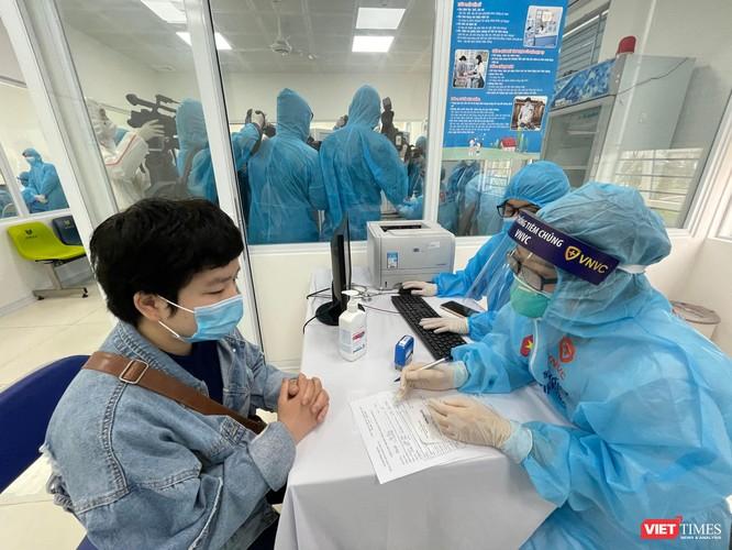 Video: Ghi nhanh trong ngày đầu tiên triển khai tiêm 117,6 ngàn liều vaccine COVID-19 ảnh 2