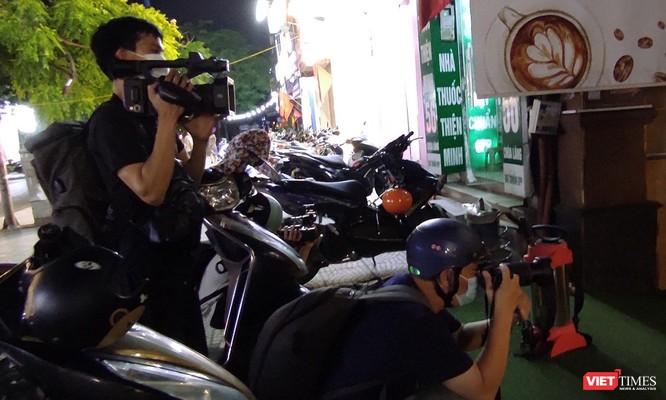 Video: Cận cảnh quán karaoke Moonlight, nơi bác sĩ mắc COVID-19 đến hát ngay trước kỳ nghỉ lễ ảnh 9
