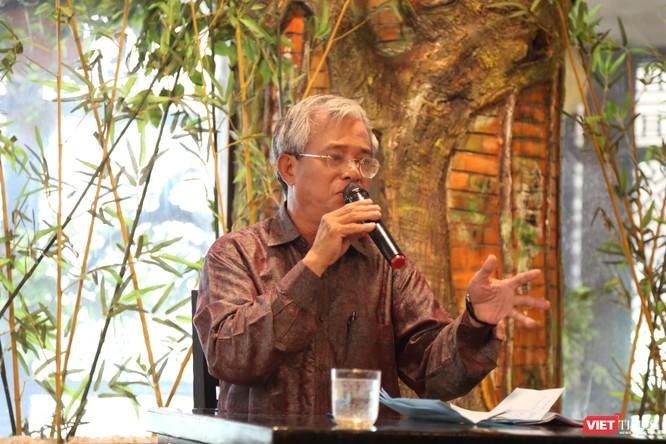 Ông Phạm Quang Vinh trong một buổi sinh hoạt chuyên đề do CLB Cafe Số tổ chức