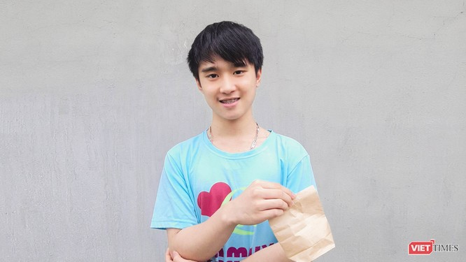 """Phùng Quang Huy - học sinh đạt giải Nhì tại sự kiện """"Talaria: Bay""""."""