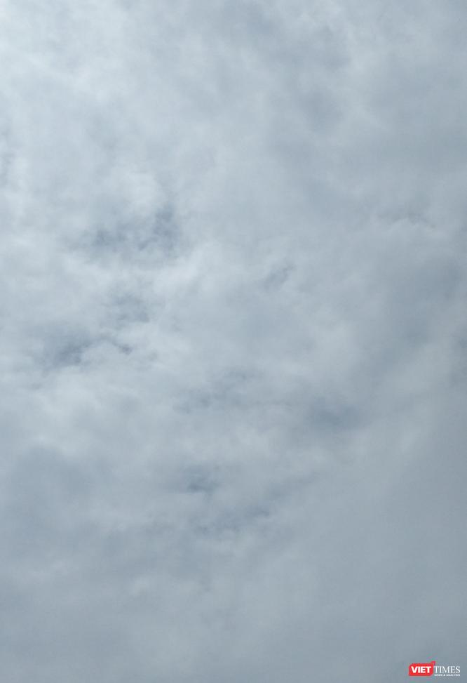 Hình ảnh mây kỳ ảo với cặp mắt rất rõ cùng khuôn mặt gợi nhớ tới thần kỉ Hanuman.