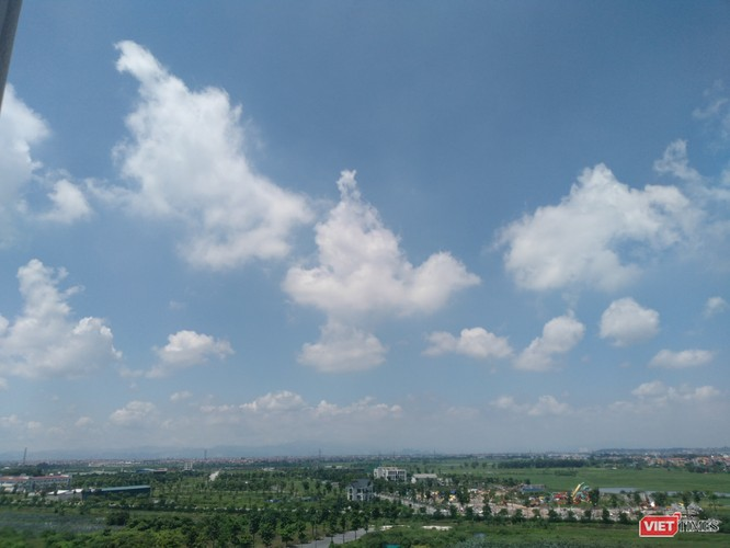 Vị thần cưỡi chim trong những áng mây trắng bồng bềnh giữa trưa ngày 23/8/2020.