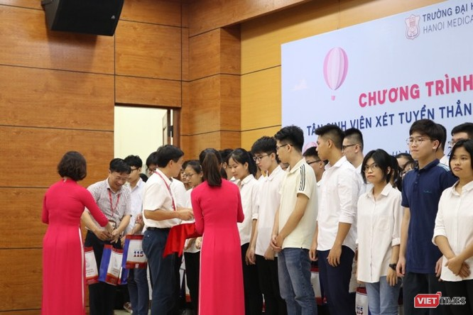 Lộ diện top 10 tân thủ khoa Trường Đại học Y Hà Nội ảnh 2