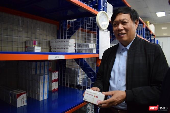 Thứ trưởng Bộ Y tế kiểm tra công tác ứng phó với dịch trong dịp Tết tại 2 bệnh viện lớn ảnh 4