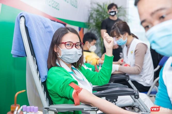 5 bác sĩ trực tiếp hiến máu cứu sống sản phụ ngay trong đêm ảnh 2