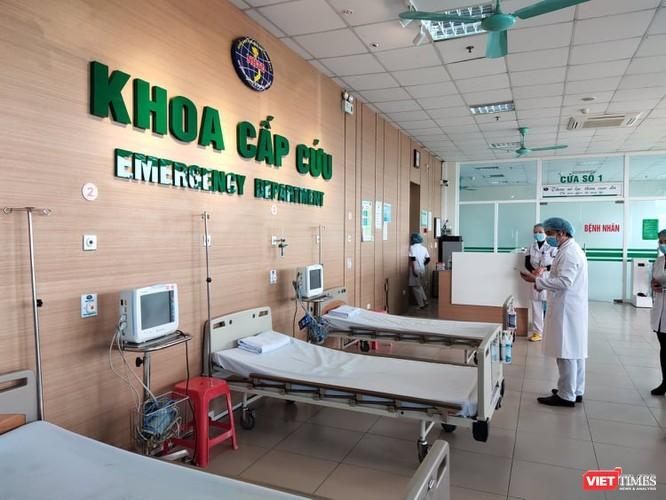 Trang bị đầy đủ phương tiện phòng hộ không giúp bác sĩ tránh được 100% nguy cơ nhiễm virus Corona ảnh 3