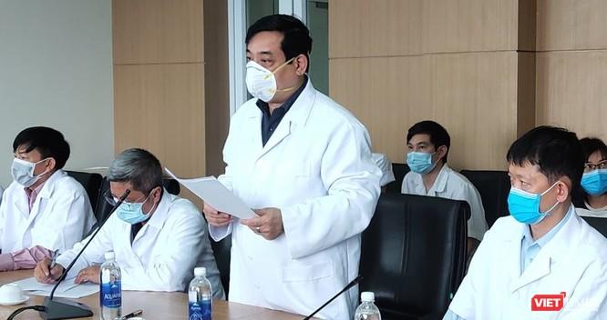 Bác sĩ đầu tiên bị nhiễm COVID-19, Bộ Y tế làm việc đột xuất với Bệnh viện ảnh 5