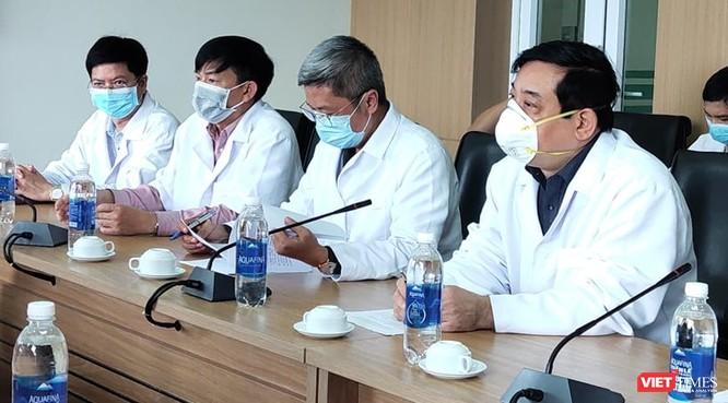 Bác sĩ đầu tiên bị nhiễm COVID-19, Bộ Y tế làm việc đột xuất với Bệnh viện ảnh 1
