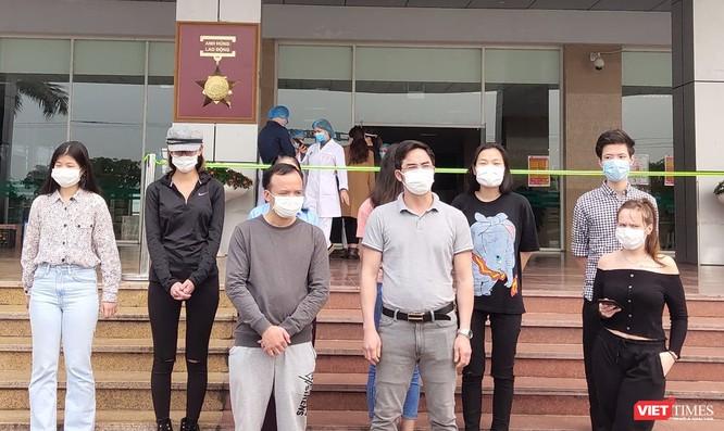 Thêm 11 người chiến thắng virus SARS-CoV-2, trong đó có bệnh nhân 21 ảnh 1