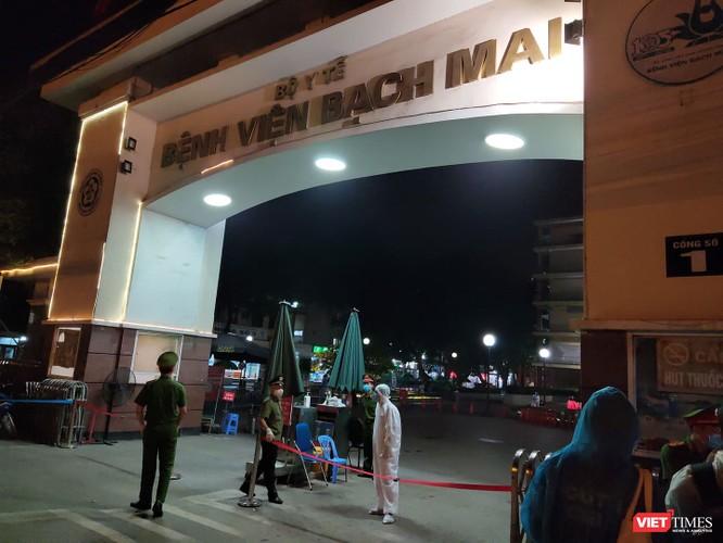 Vì sao hết phong tỏa, Bệnh viện Bạch Mai vẫn chưa hoạt động bình thường trở lại? ảnh 1