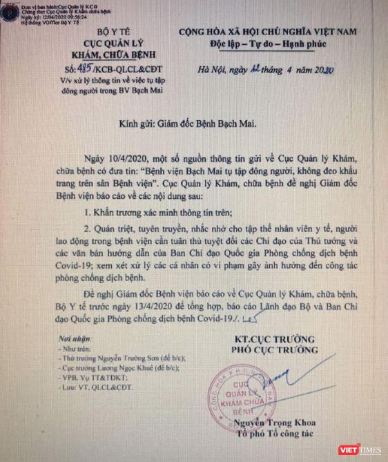 Yêu cầu Giám đốc Bệnh viện Bạch Mai báo cáo vụ tụ tập đông người, vi phạm Chỉ thị 16 của Thủ tướng ảnh 1
