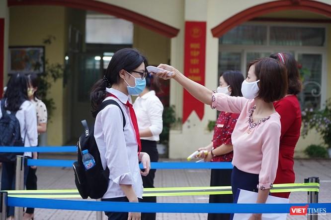 Hà Nội: Học sinh, phụ huynh nói gì trong ngày đầu tiên đi học trở lại? ảnh 10