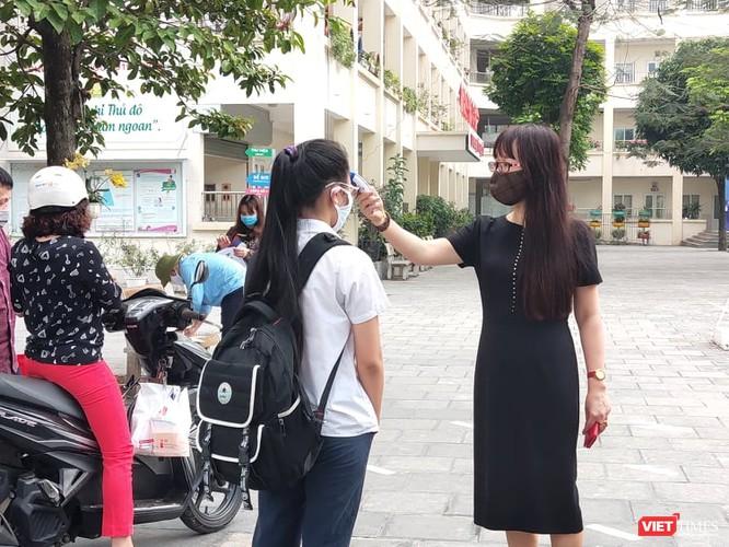 Hà Nội: Học sinh, phụ huynh nói gì trong ngày đầu tiên đi học trở lại? ảnh 2