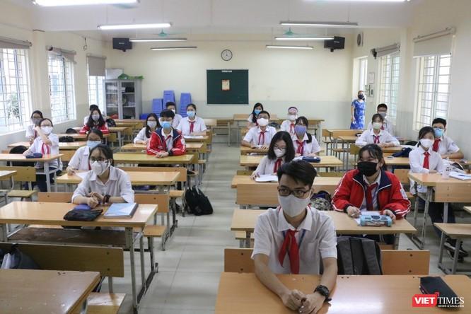 Hà Nội: Học sinh, phụ huynh nói gì trong ngày đầu tiên đi học trở lại? ảnh 8