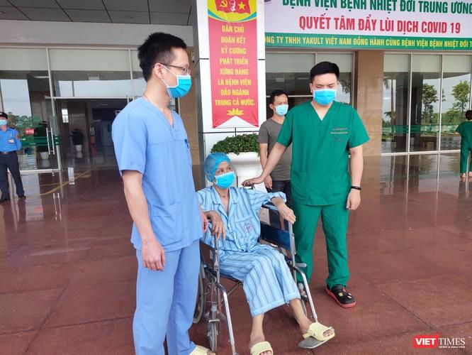 Bác gái bệnh nhân 17 từng nguy kịch vì COVID-19 nói gì khi khỏi bệnh? ảnh 2