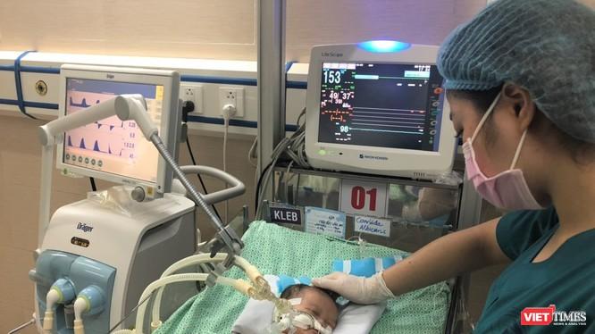Dù được cứu chữa bằng công nghệ, kỹ thuật hiện đại, bé sơ sinh bị bỏ rơi ở hố ga vẫn không qua khỏi ảnh 1