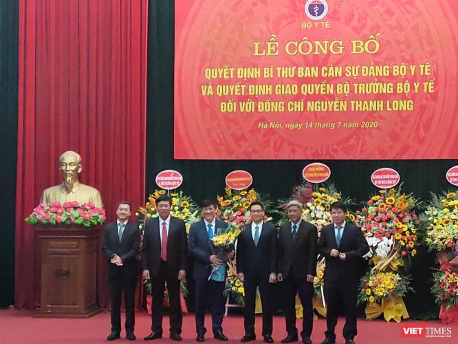 Phó Thủ tướng Vũ Đức Đam trao quyết định quyền Bộ trưởng Bộ Y tế cho ông Nguyễn Thanh Long ảnh 3