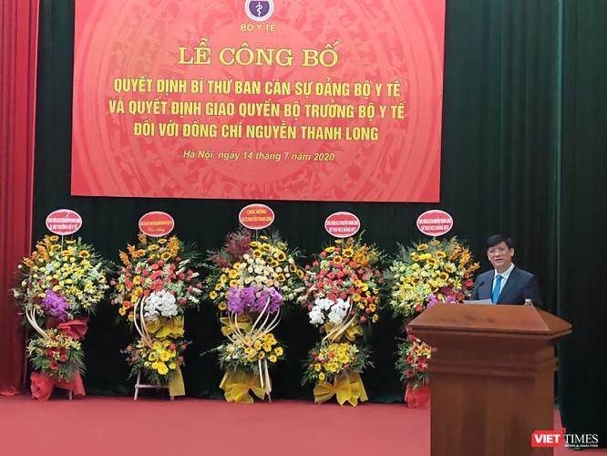 Phó Thủ tướng Vũ Đức Đam trao quyết định quyền Bộ trưởng Bộ Y tế cho ông Nguyễn Thanh Long ảnh 2
