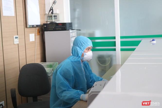 Bị phong toả, các bệnh viện làm gì để bảo vệ bệnh nhân mắc bệnh nền đang cận kề cái chết? ảnh 1