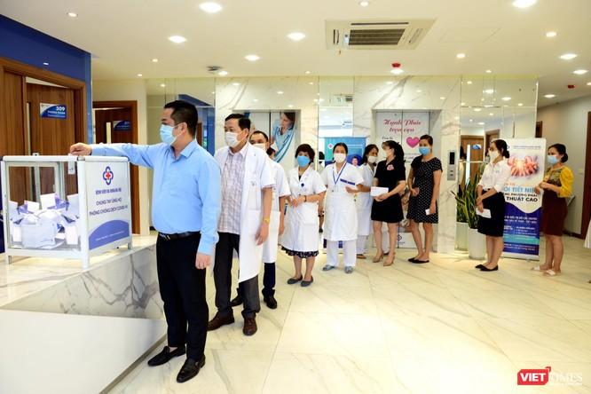 Bệnh viện Đa khoa Hà Nội lập chốt kiểm dịch quyết tâm ngăn chặn COVID-19 ảnh 4