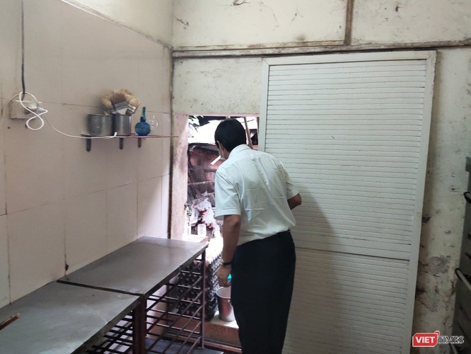Đột xuất kiểm tra phát hiện xưởng sản xuất bánh trung thu Hương Trà nằm ngay cạnh rãnh nước thải ảnh 2