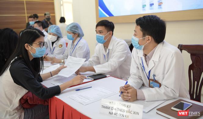3 người đầu tiên đăng ký tiêm thử vaccine phòng COVID-19 của Việt Nam là ai? ảnh 4