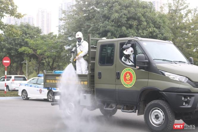 Chủ tịch UBND TP Hà Nội: Xem xét lộ trình nới lỏng một số hoạt động thiết yếu ở Thủ đô ảnh 1