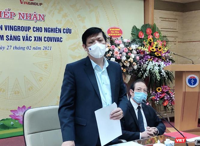 Vì sao Việt Nam vừa đặt mua vaccine phòng COVID-19 ở nước ngoài, vừa phát triển vaccine trong nước? ảnh 1